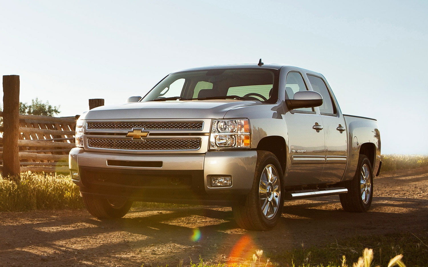 2013 Chevrolet Silverado Custom Sport Truck Front Three Quarter1