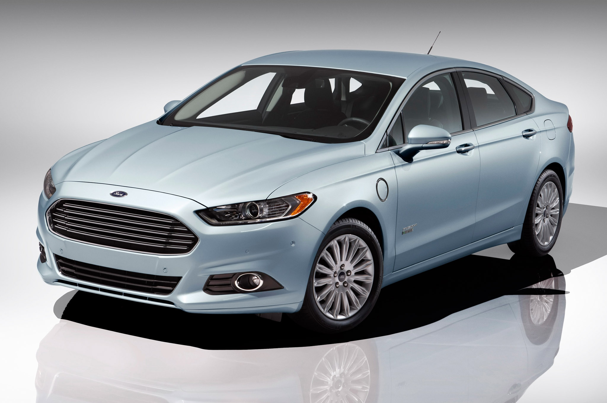 2013 Ford Fusion Energi Front Three Quarter1