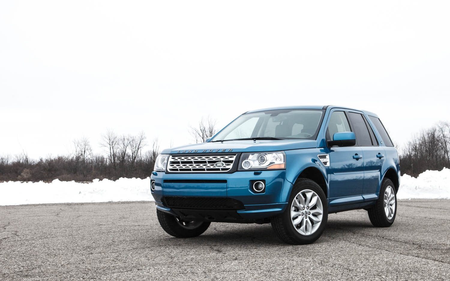 2013 Land Rover LR2 Front Left View 31