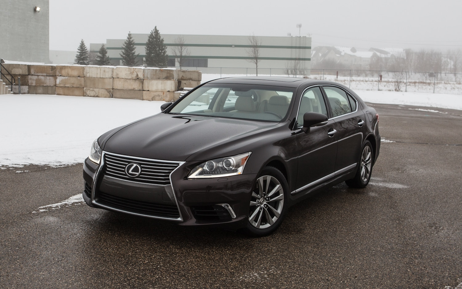 2013 Lexus LS460L AWD Front Left View 11