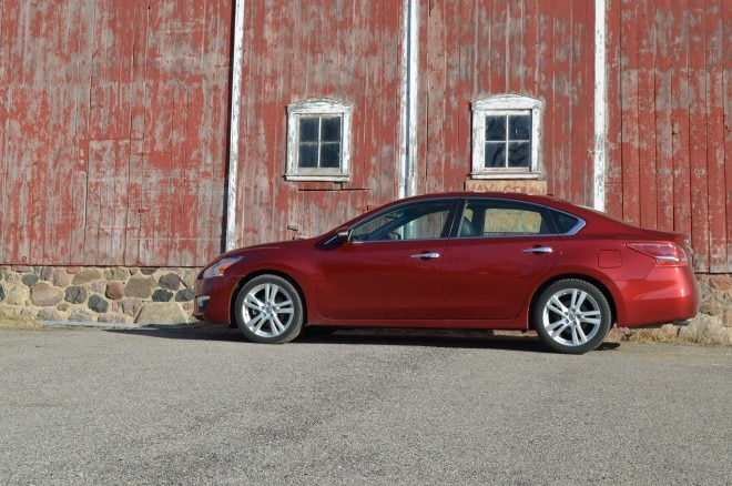 2013 Nissan Altima 3 5 SL Left Side View 21 660x438
