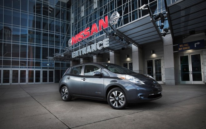 2013 Nissan Leaf Front Right Side View1 660x413
