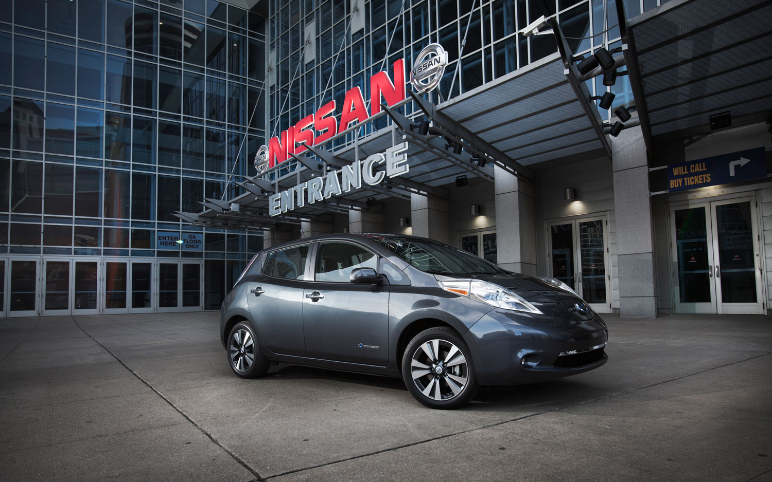 2013 Nissan Leaf Front Right Side View1