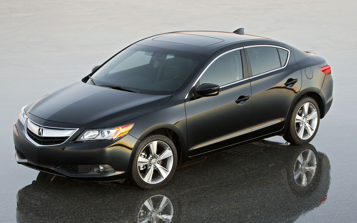 2014 Acura ILX Left Side Front View1