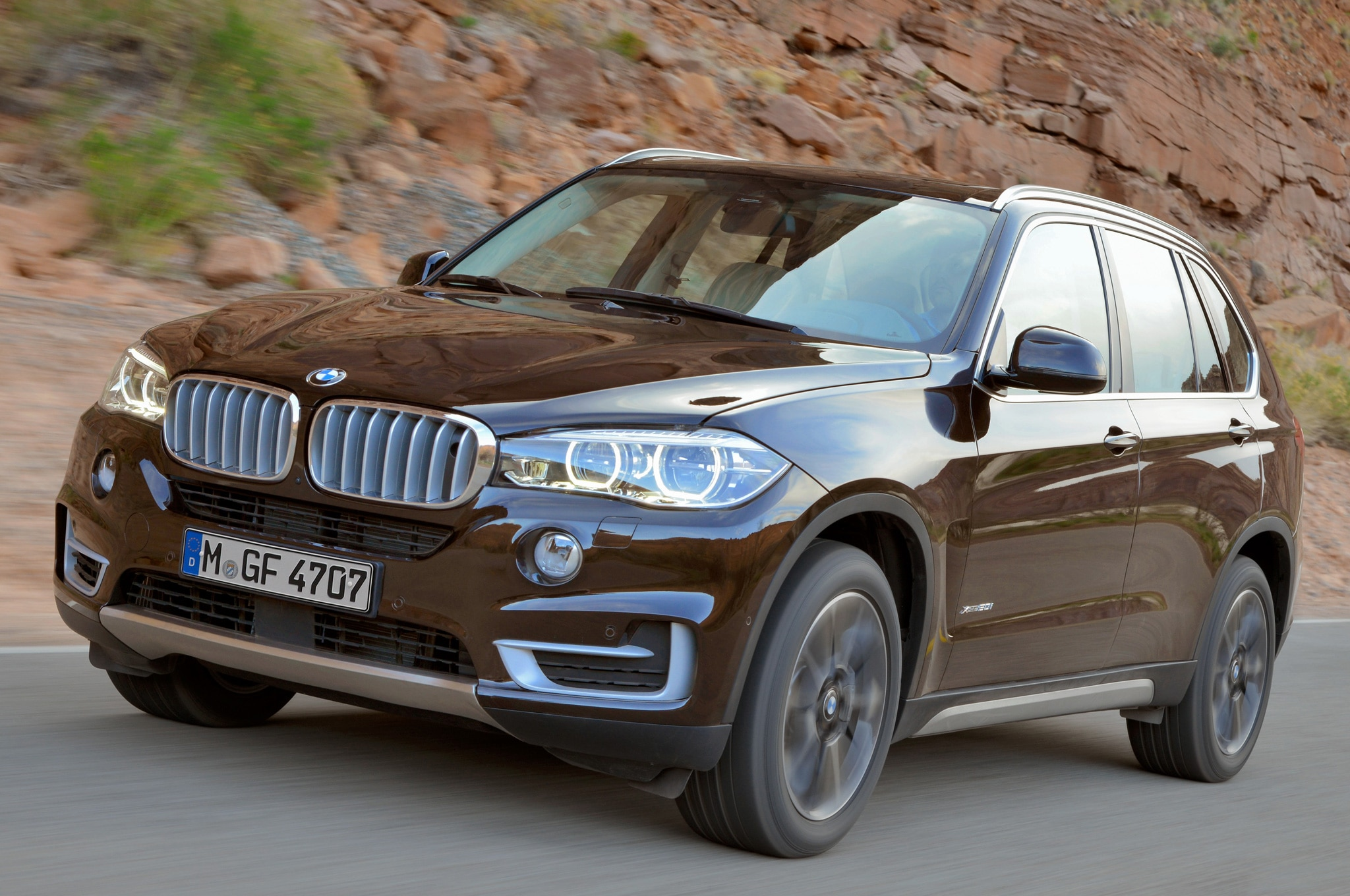 2014 BMW X5 Brown Front Three Quarters View1