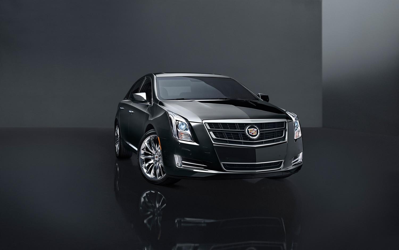 2014 Cadillac XTS Turbo Front Three Quarter1