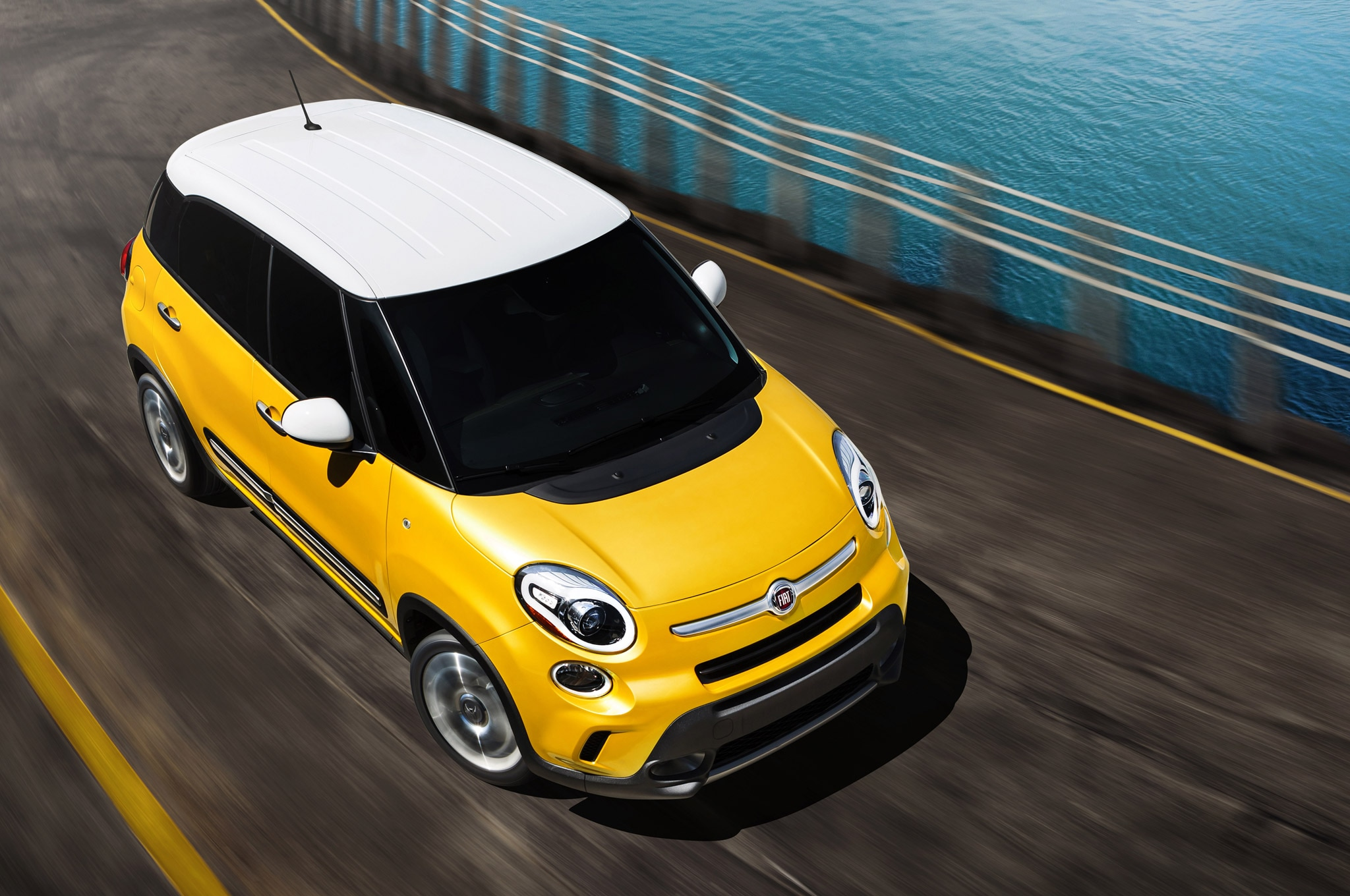 2014 Fiat 500L From Above1
