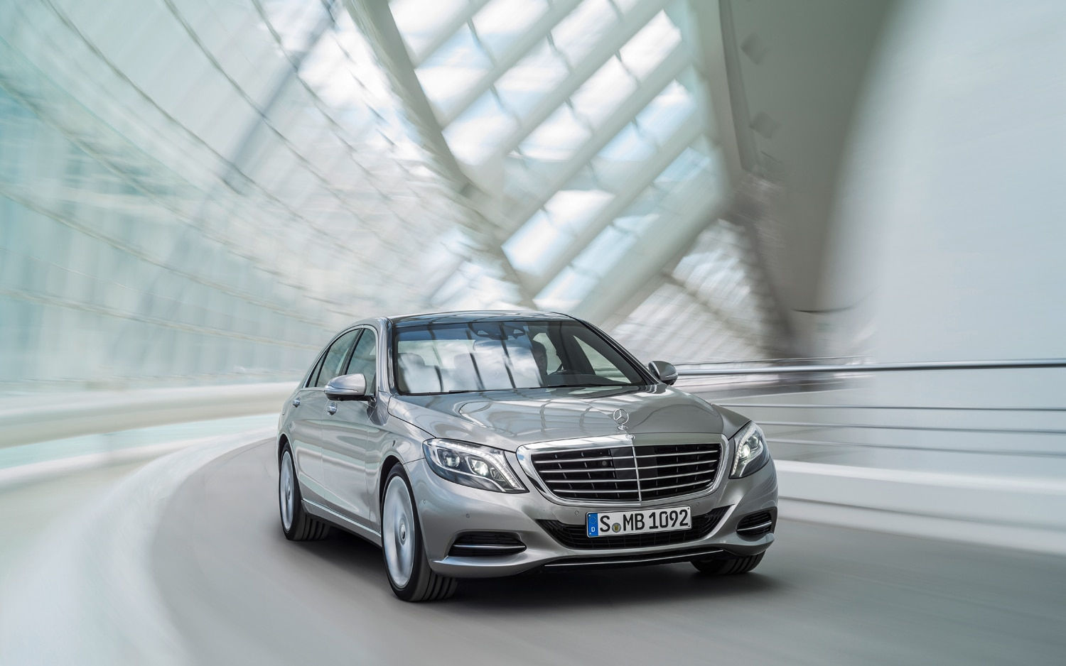 2014 Mercedes Benz S Class Front Three Quarter Turn1