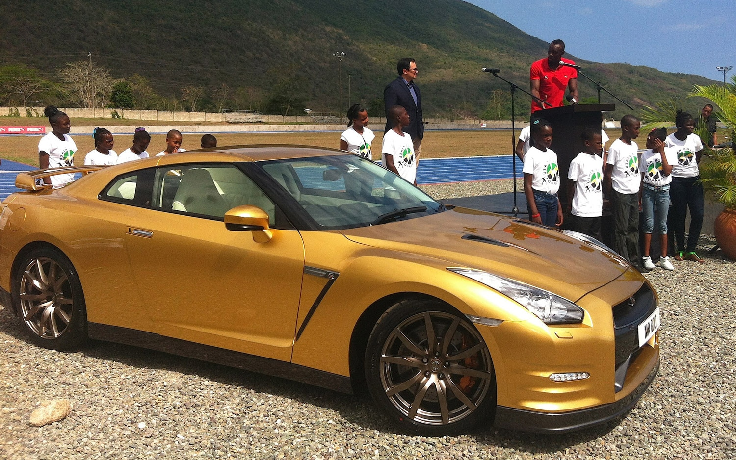 2014 Nissan GT R Bolt Gold Front Three Quarter1