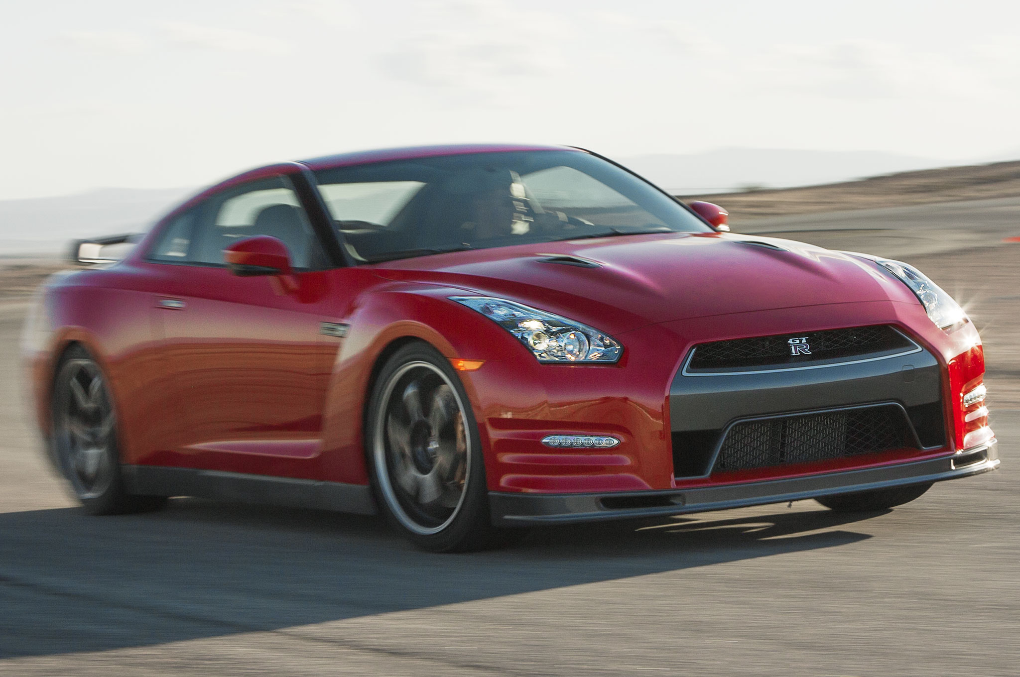 2014 Nissan GT R Track Edition Front Three Quarter Motion 21