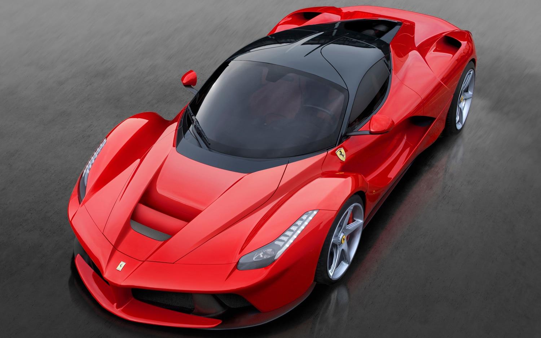 Ferrari LaFerrari Front 34 View 21