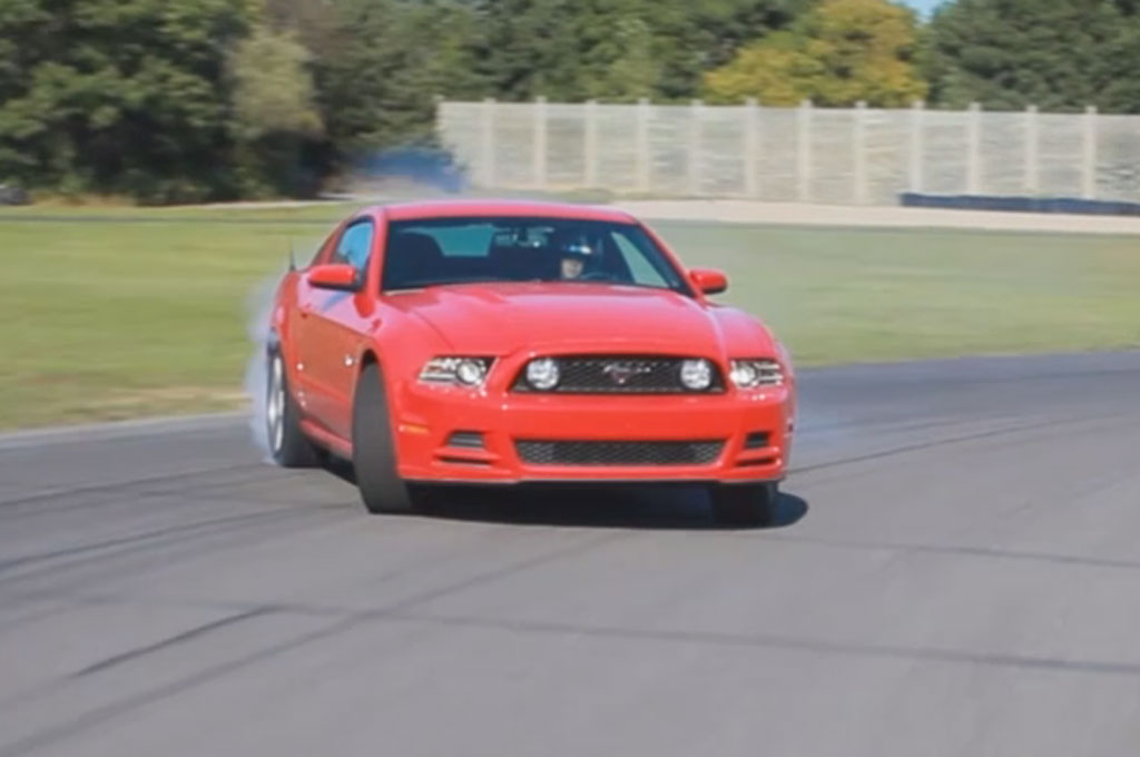Ford Mustang Drifting Red 21