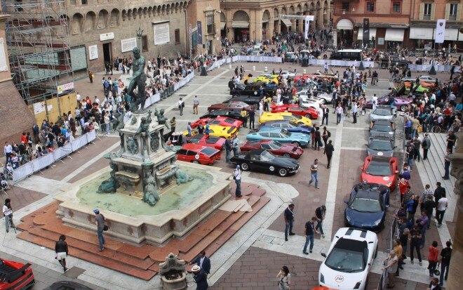Lamborghini Grande Giro At Bologna Piazza Maggiore 31 660x413