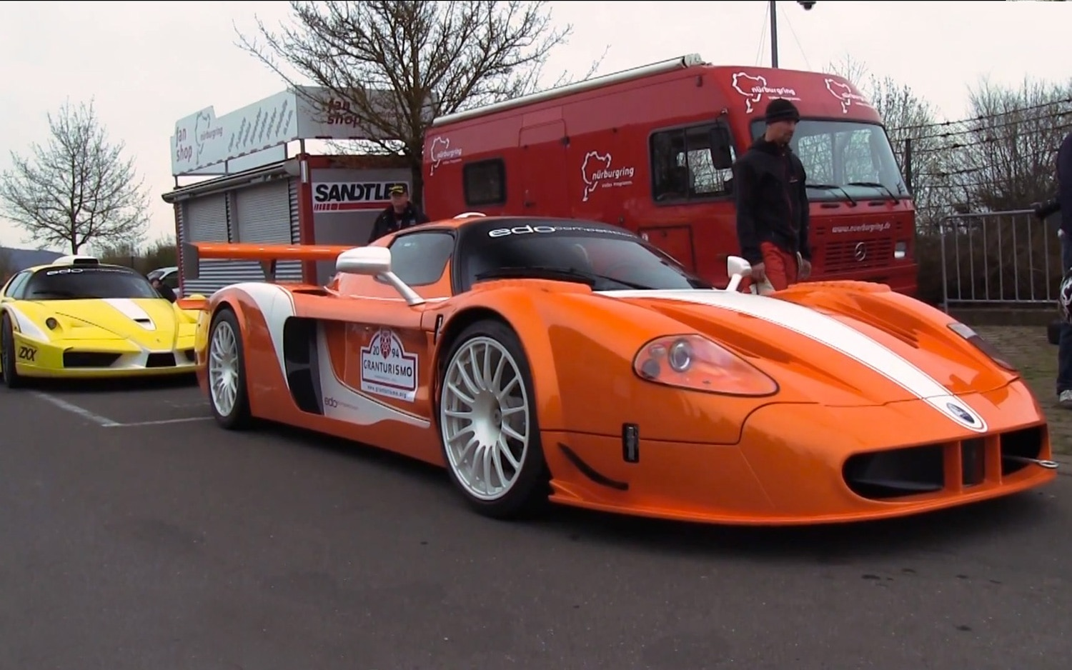 Watch A Ferrari Enzo Maserati Mc12 Battle On The Ring