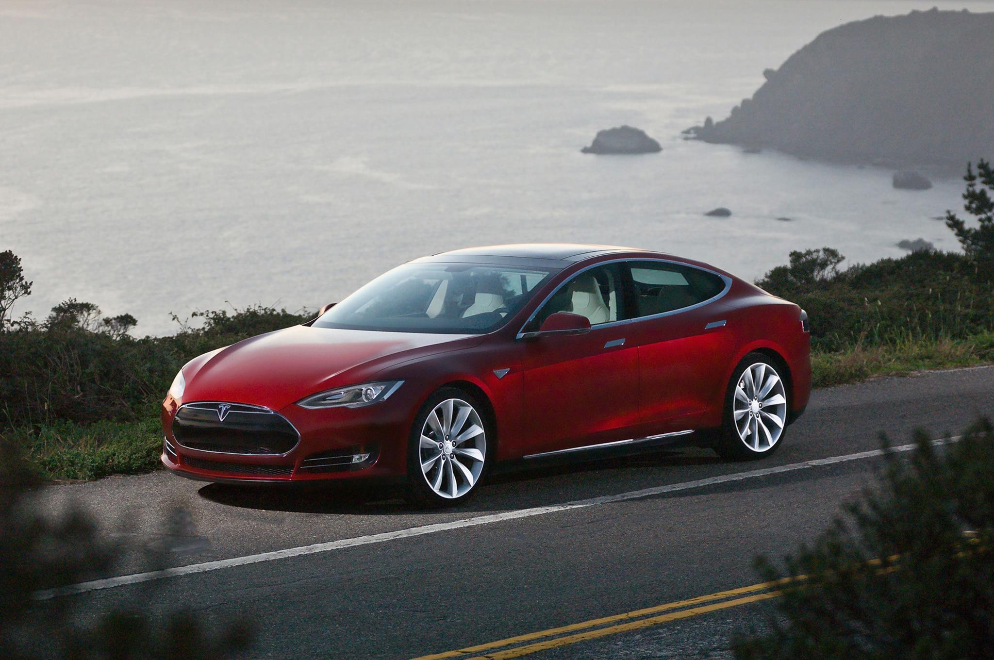 Tesla Model S Left Front 31