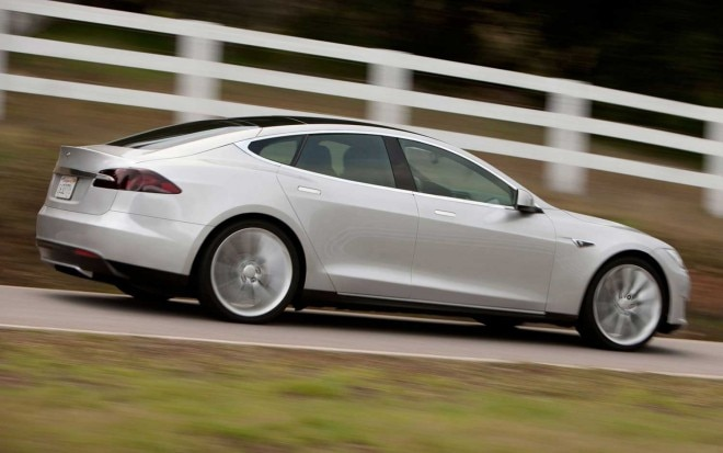Tesla Model S Side Motion View1 660x413