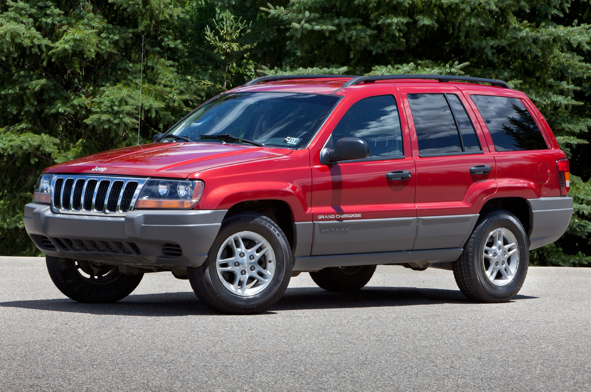 2004 Jeep Grand Cherokee Front Left Side1