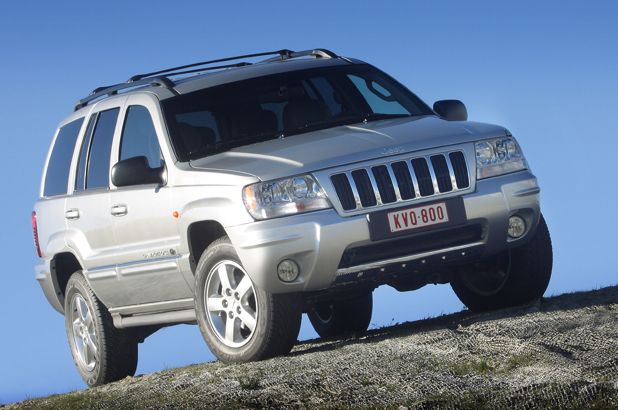 chrysler agrees to recall 2.7 million jeep grand cherokee, liberty