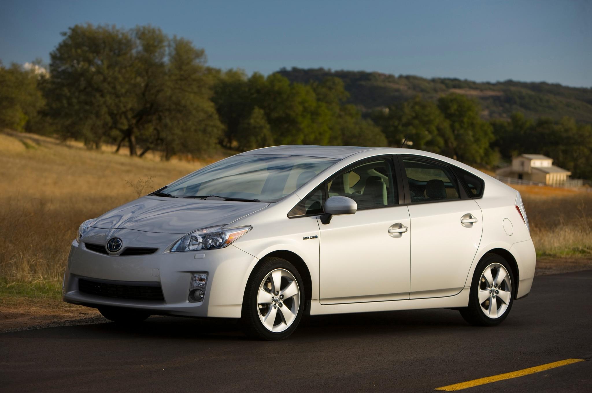 2010 Toyota Prius Front Three Quarter1