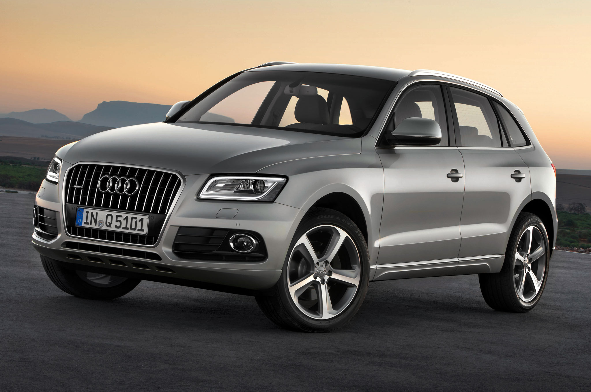 2013 Audi Q5 Front Side View1