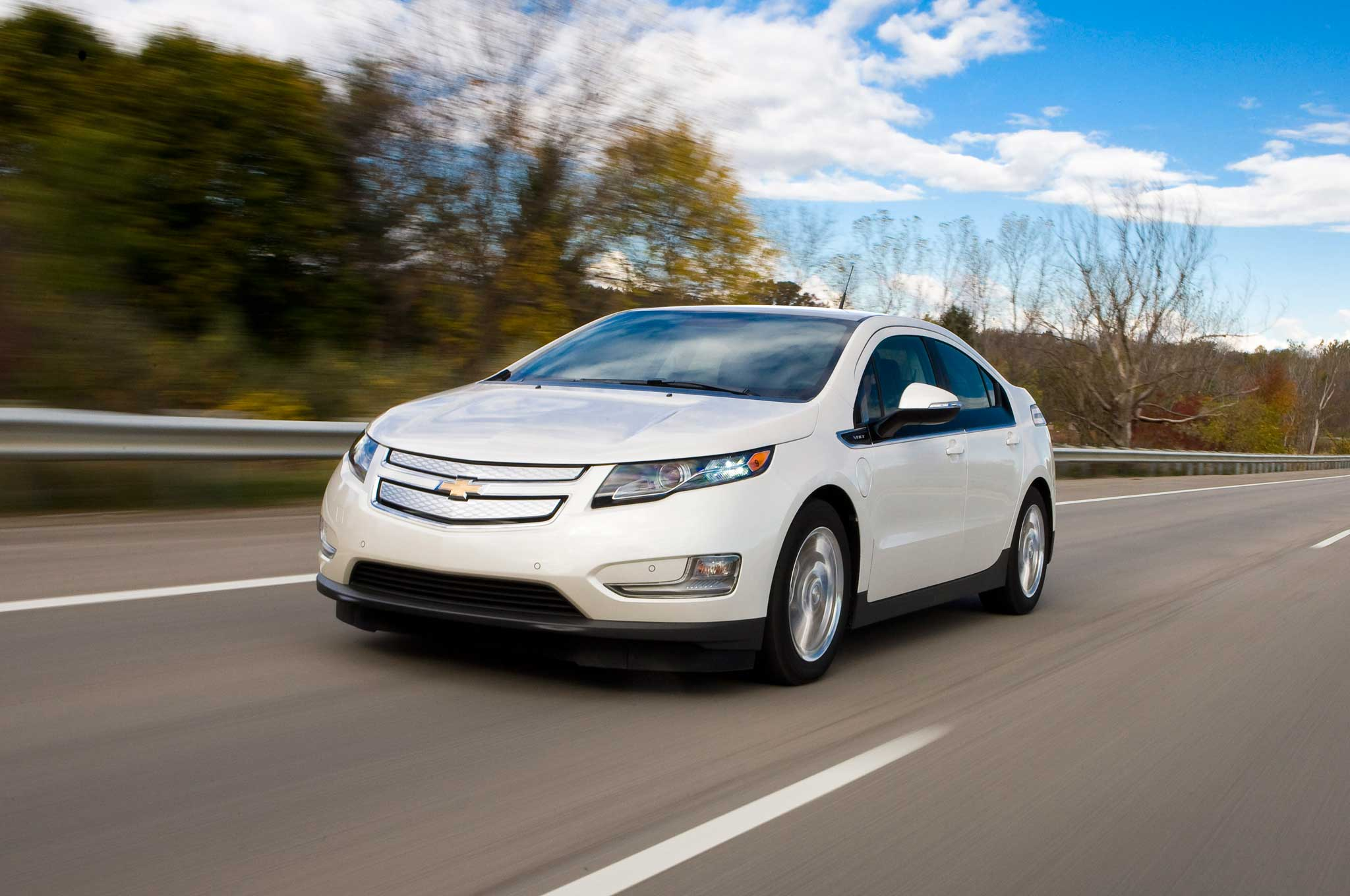 2013 Chevrolet Volt Front Three Quarter1