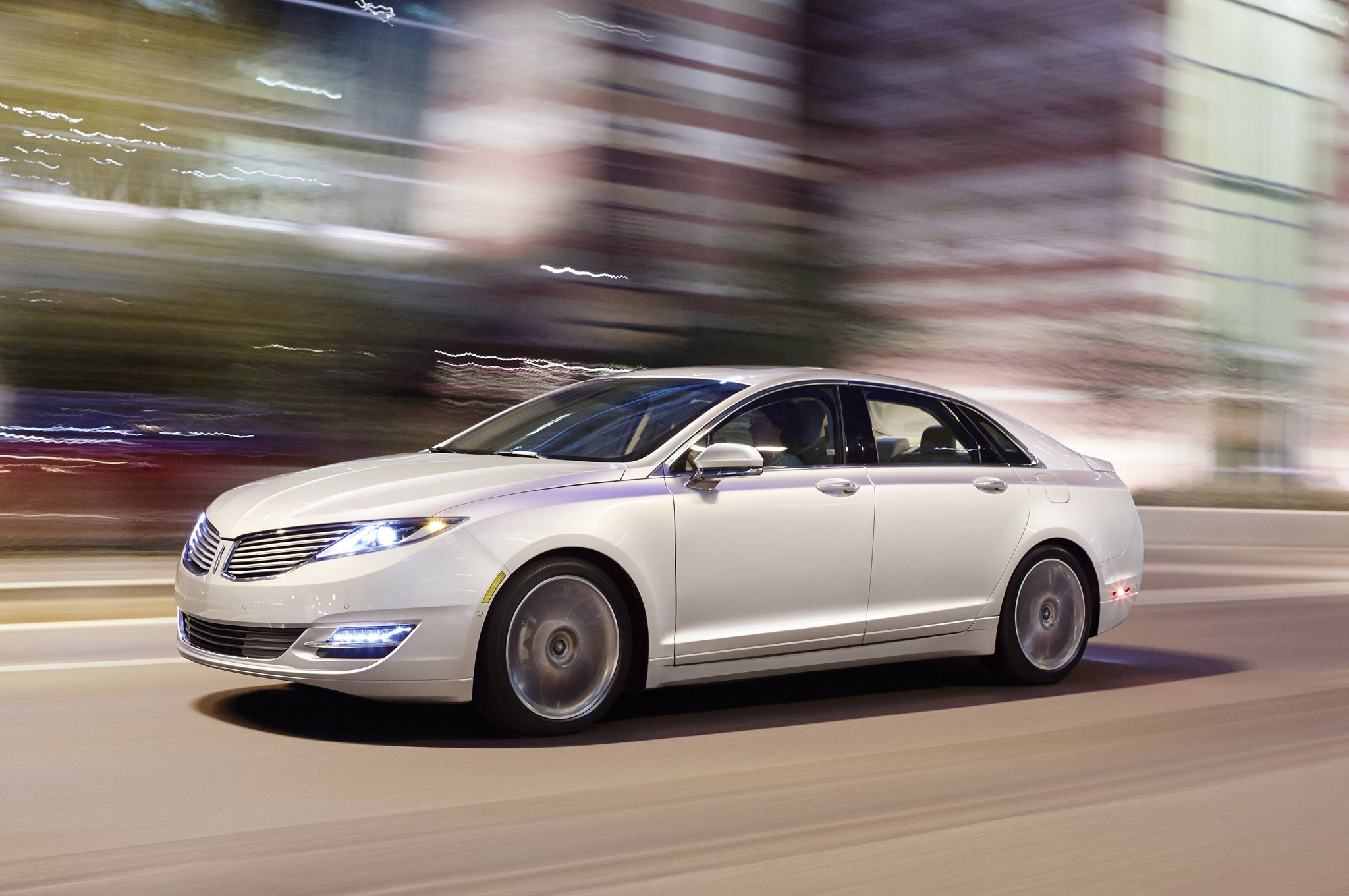 2013 Lincoln MKZ Front Three Quarter1