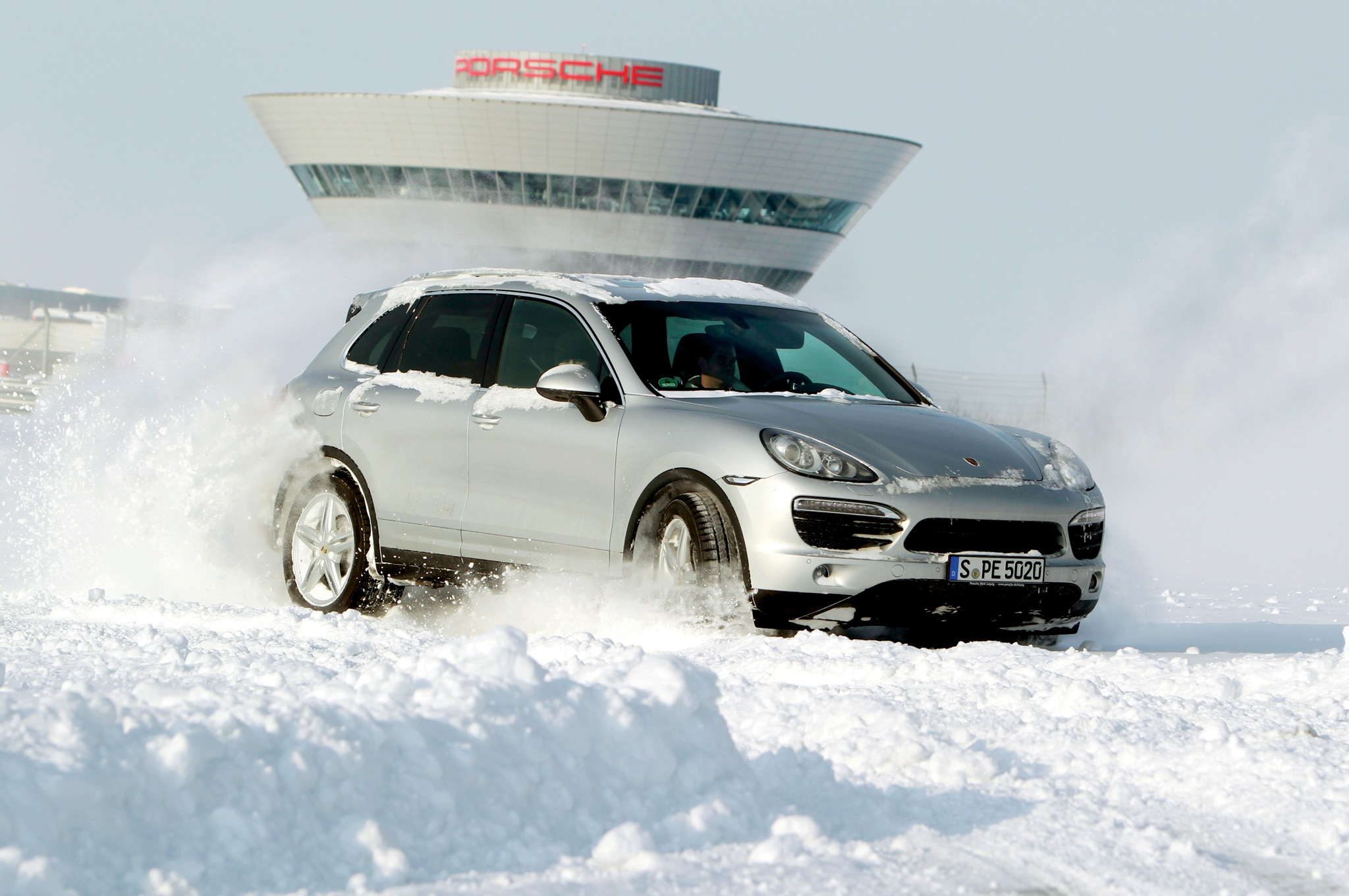 2013 Porsche Cayenne S In Snow At Leipzig1