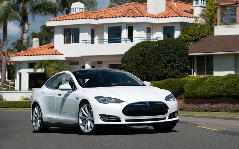 2013 Tesla Model S White Front Right Side1