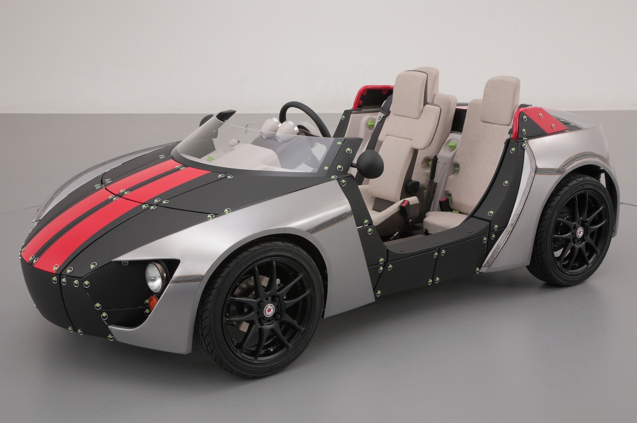 2013 Toyota Camatte 57s Concept Roadster Front Three Quarters View1