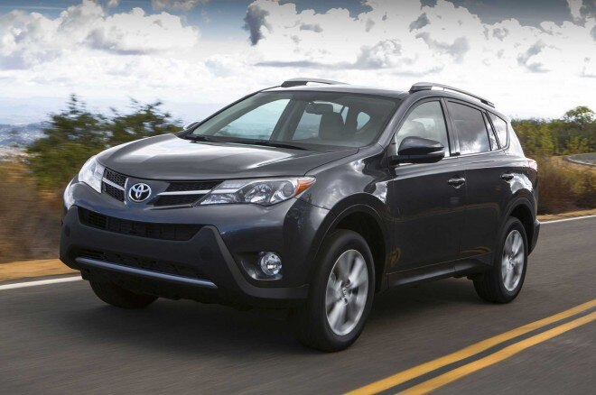 2013 Toyota RAV4 Front Three Quarter 11 660x438