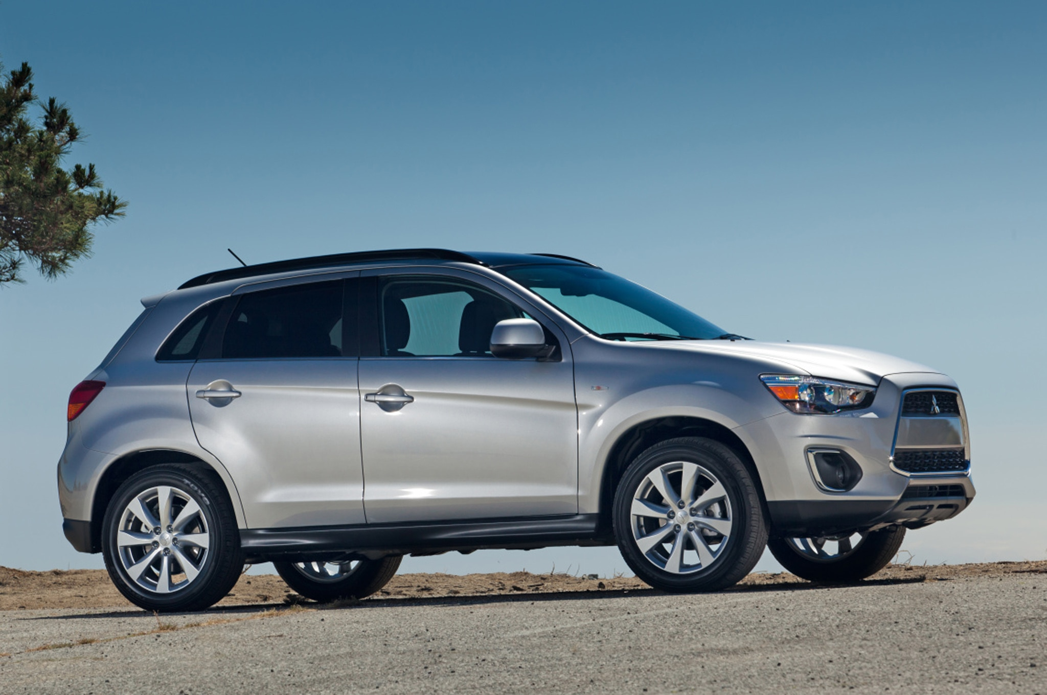 2013 Mitsubishi Outlander Sport Side View1