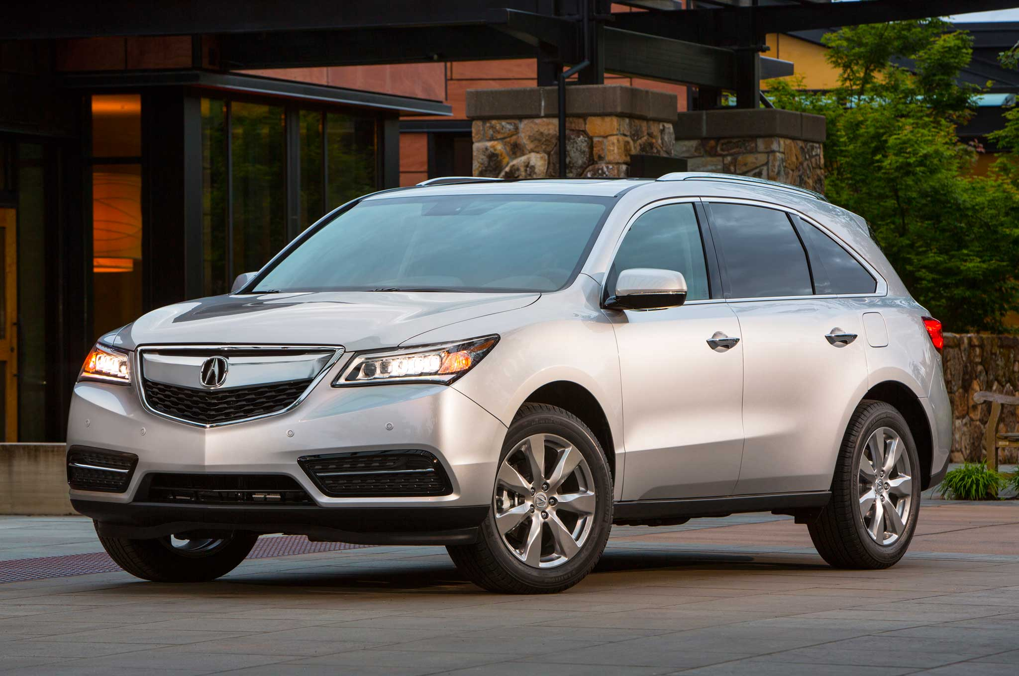 2014 Acura MDX Front Three Quarter Silver1