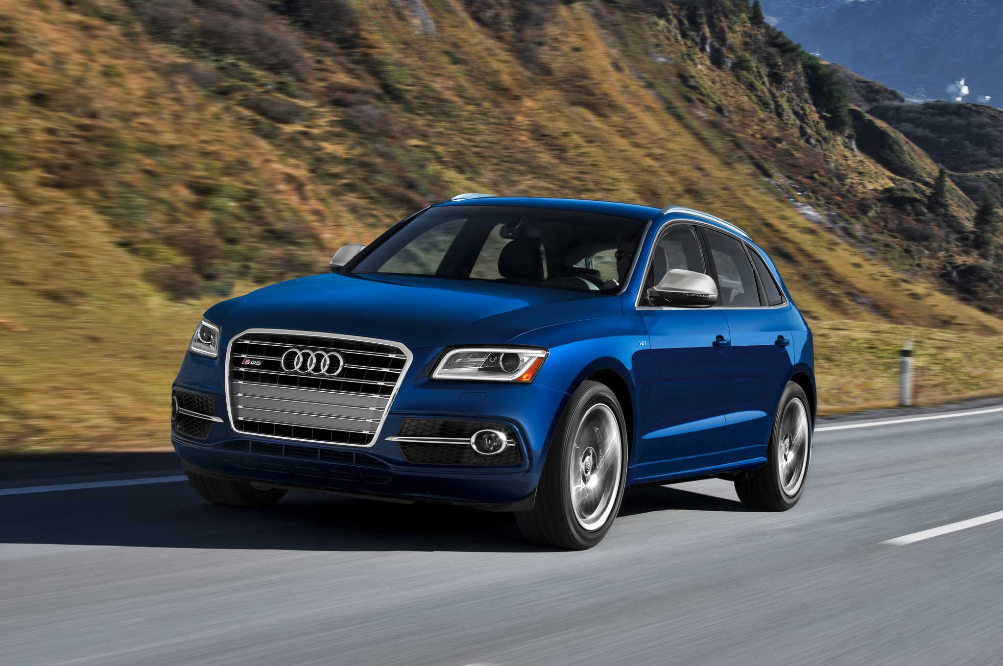 2014 Audi SQ5 Front Three Quarter Motion1