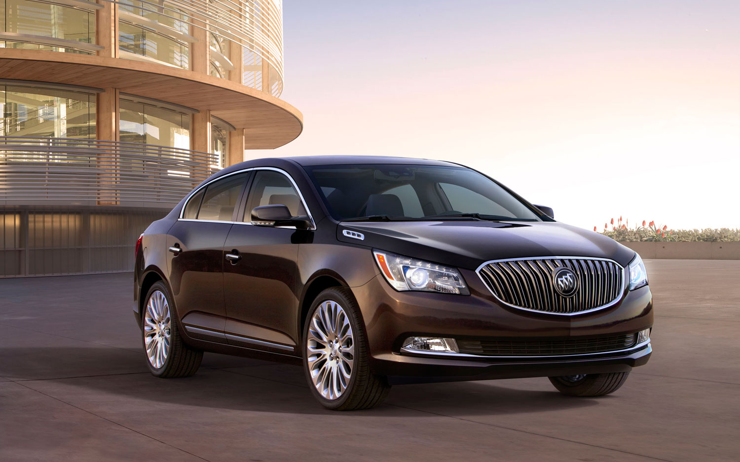 2014 Buick LaCrosse Front Right View1