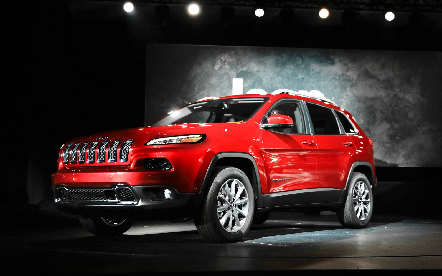 2014 Jeep Cherokee Limited Front Three Quarters1