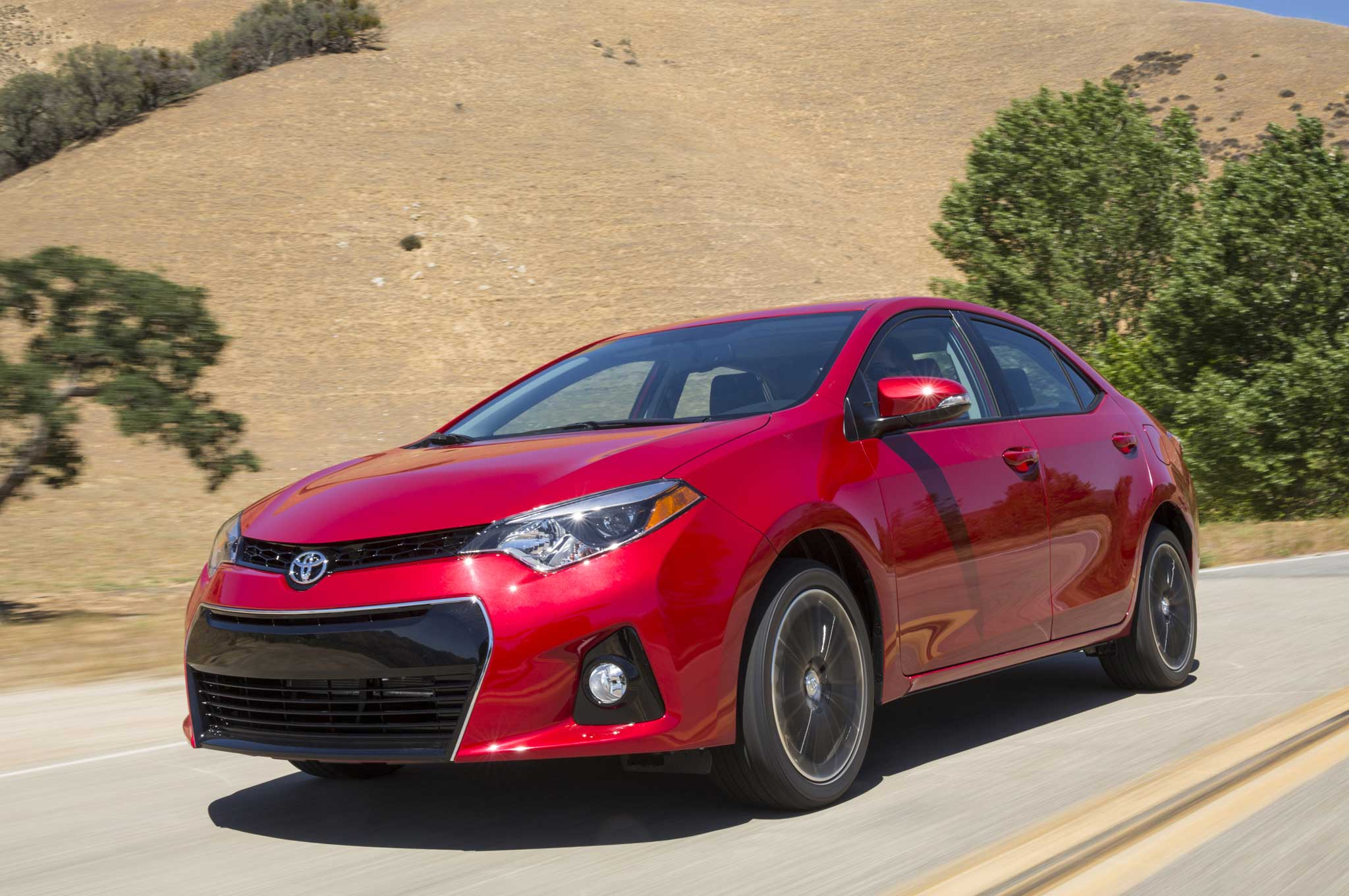 2014 Toyota Corolla S Front Three Quarter Motion1