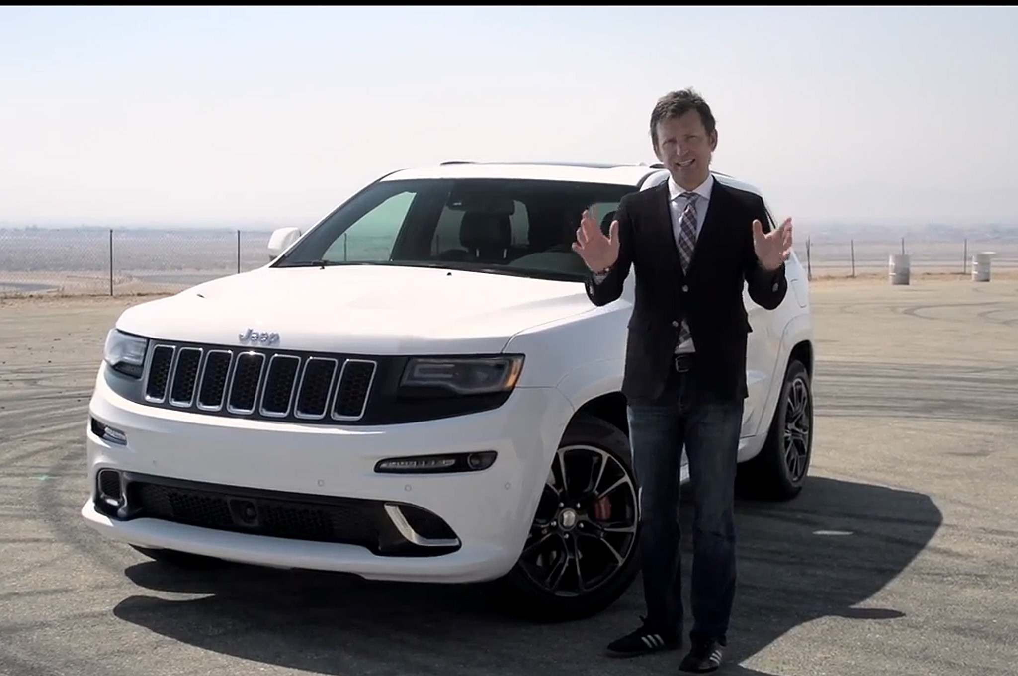 2014 Jeep Grand Cherokee Srt Front Three Quarters 21