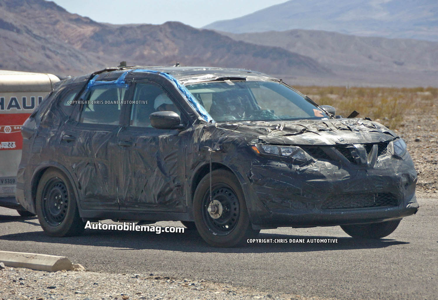 2014 Nissan Rogue Front Three Quarters1