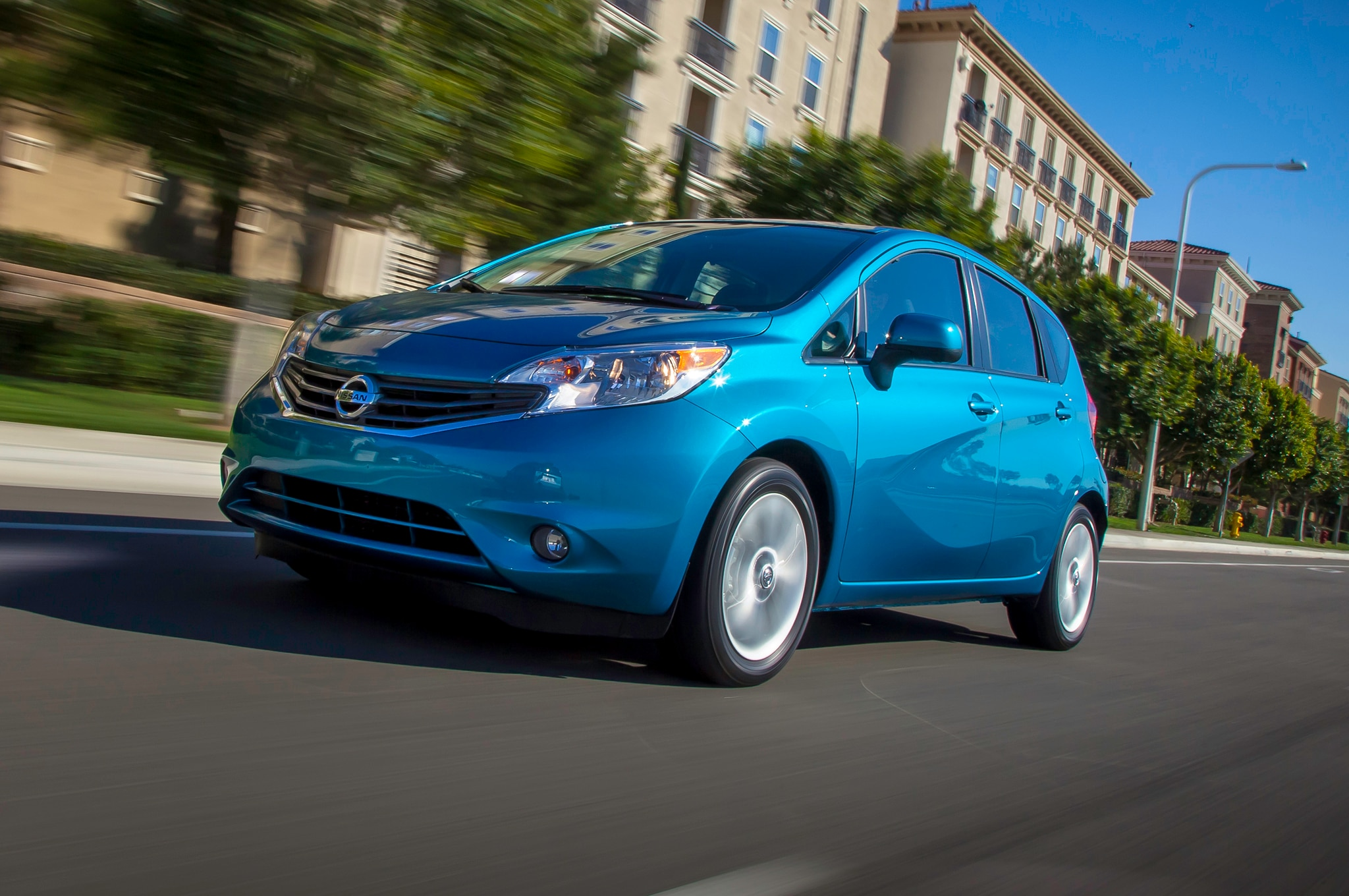 2014 Nissan Versa Note Front Three Quarter 21
