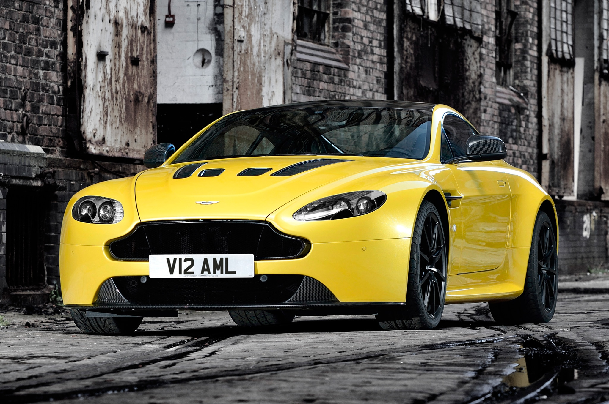 The 2017 Aston Martin V12 Vantage S Will Offer a 7-Speed Manual