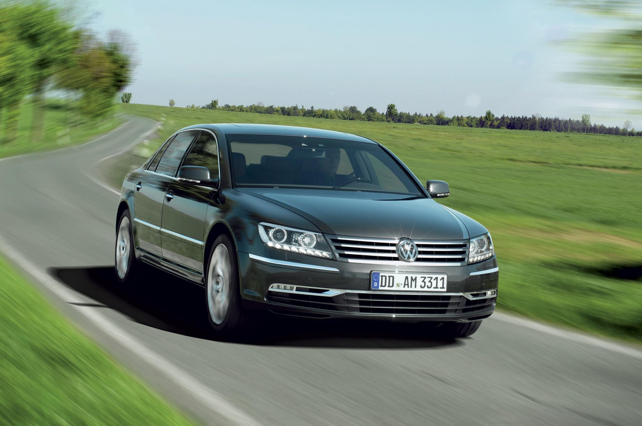 2011 Volkswagen Phaeton Front Three Quarter Motion1