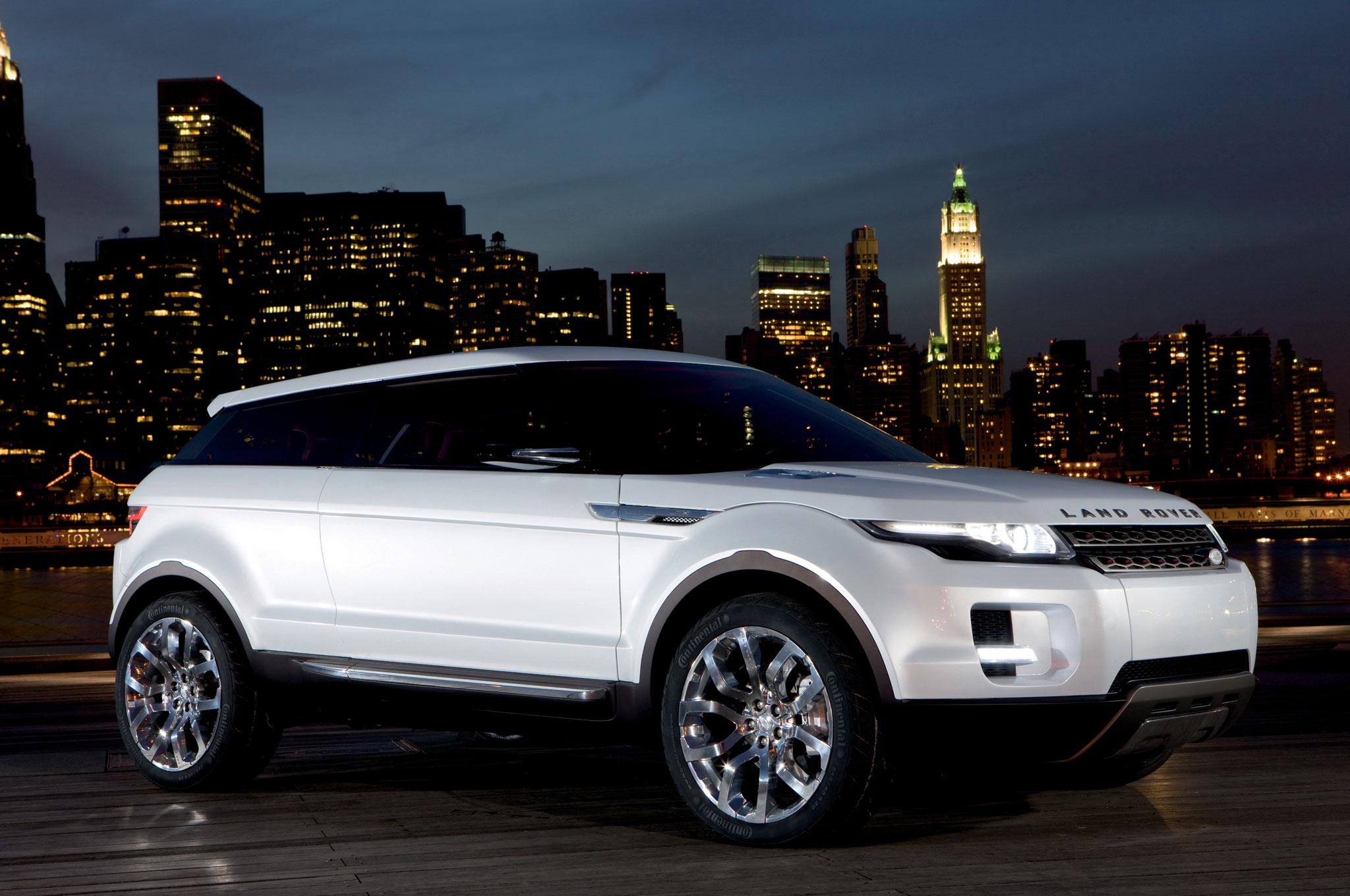 http://st.automobilemag.com/uploads/sites/11/2013/07/2012-Land-Rover-Range-Rover-Evoque-front-right-side-view.jpg