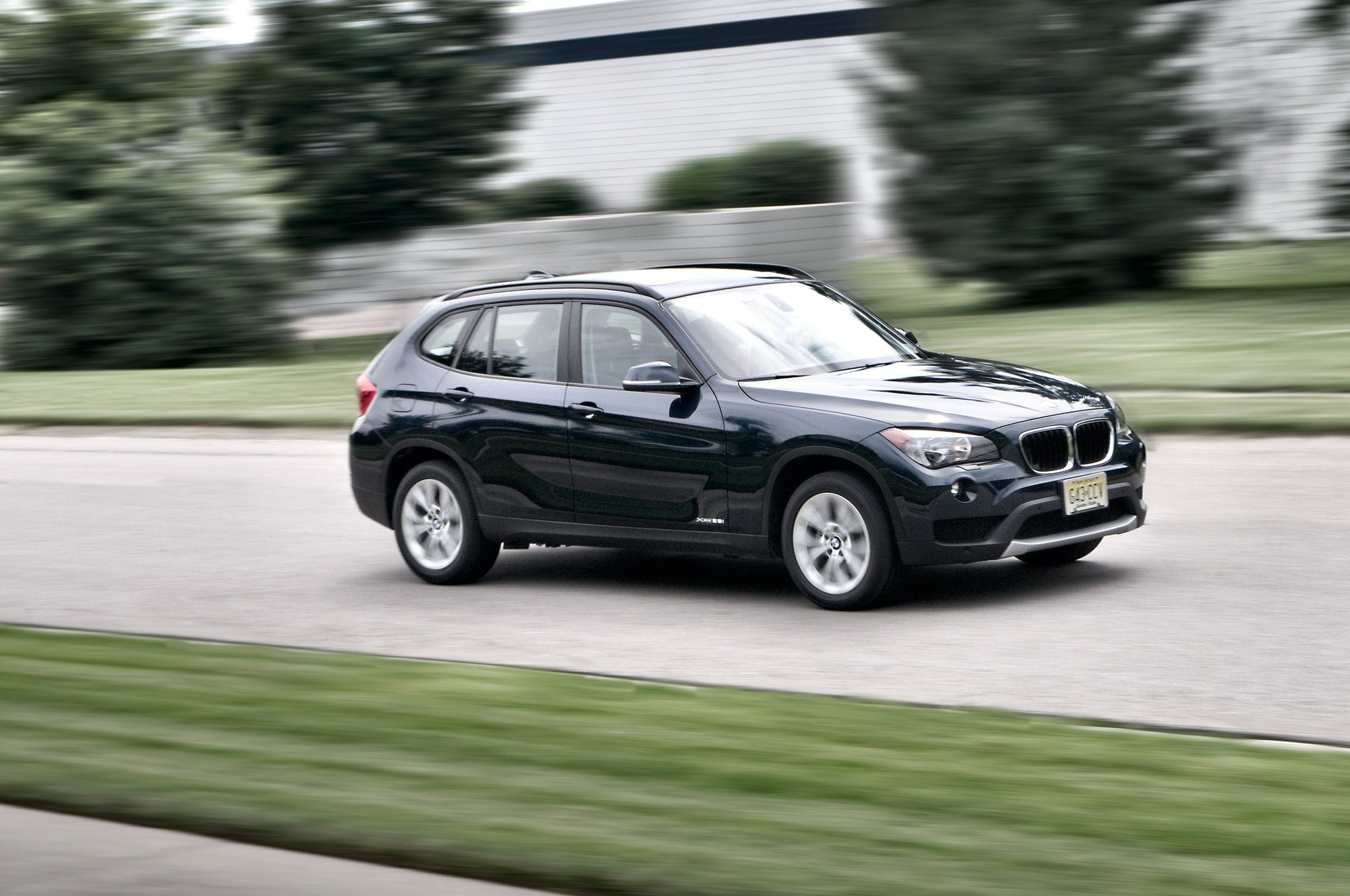 2013 BMW X1 Front Right Side View 21