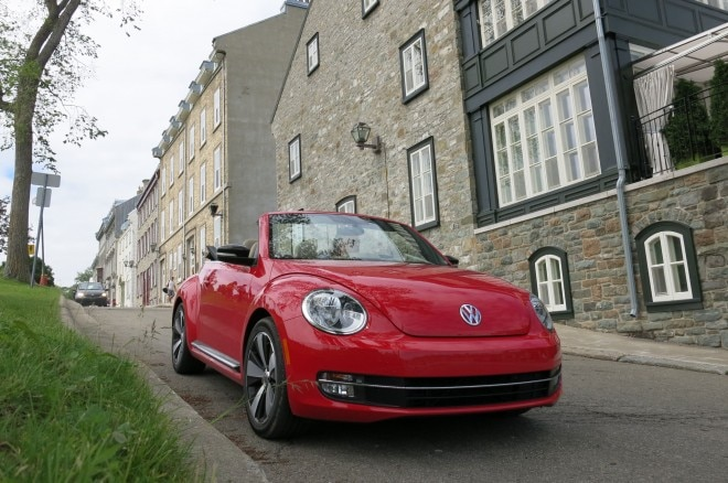 2013 Volkswagen Beetle Turbo Convertible Front Right View 22 660x438