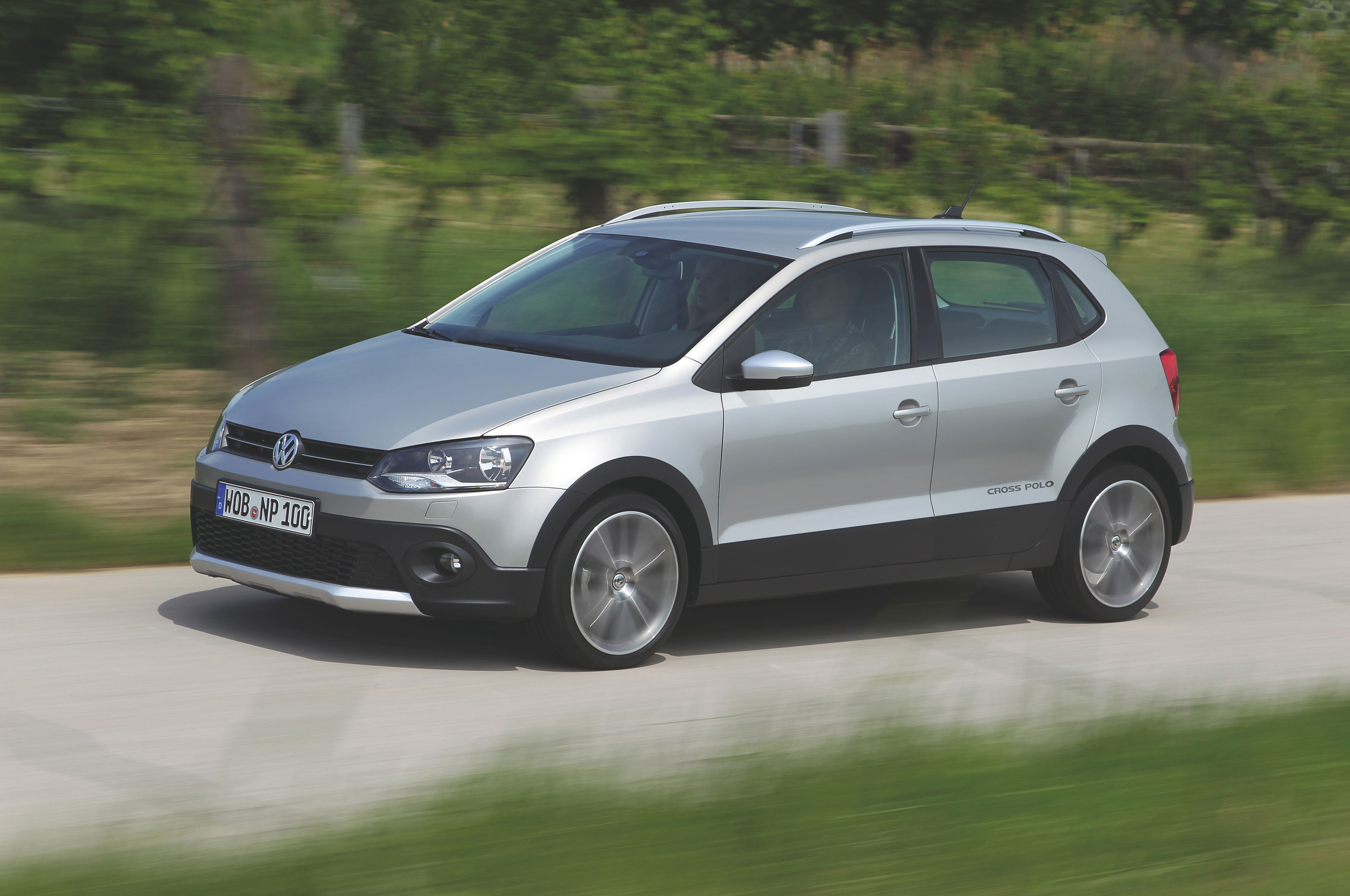 2013 Volkswagen CrossPolo Front Three Quarter1