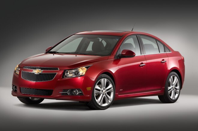 2013 Chevrolet Cruze Front Three Quarters1 660x438