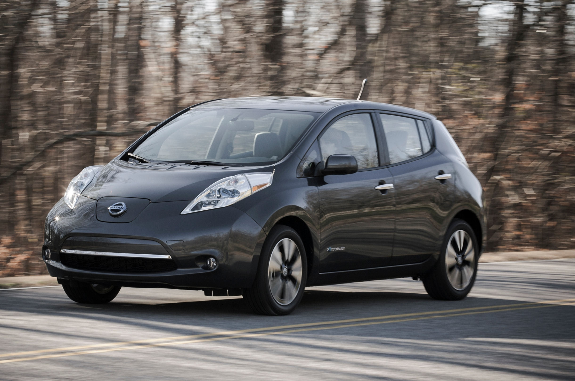 2013 Nissan Leaf Front Three Quarters1