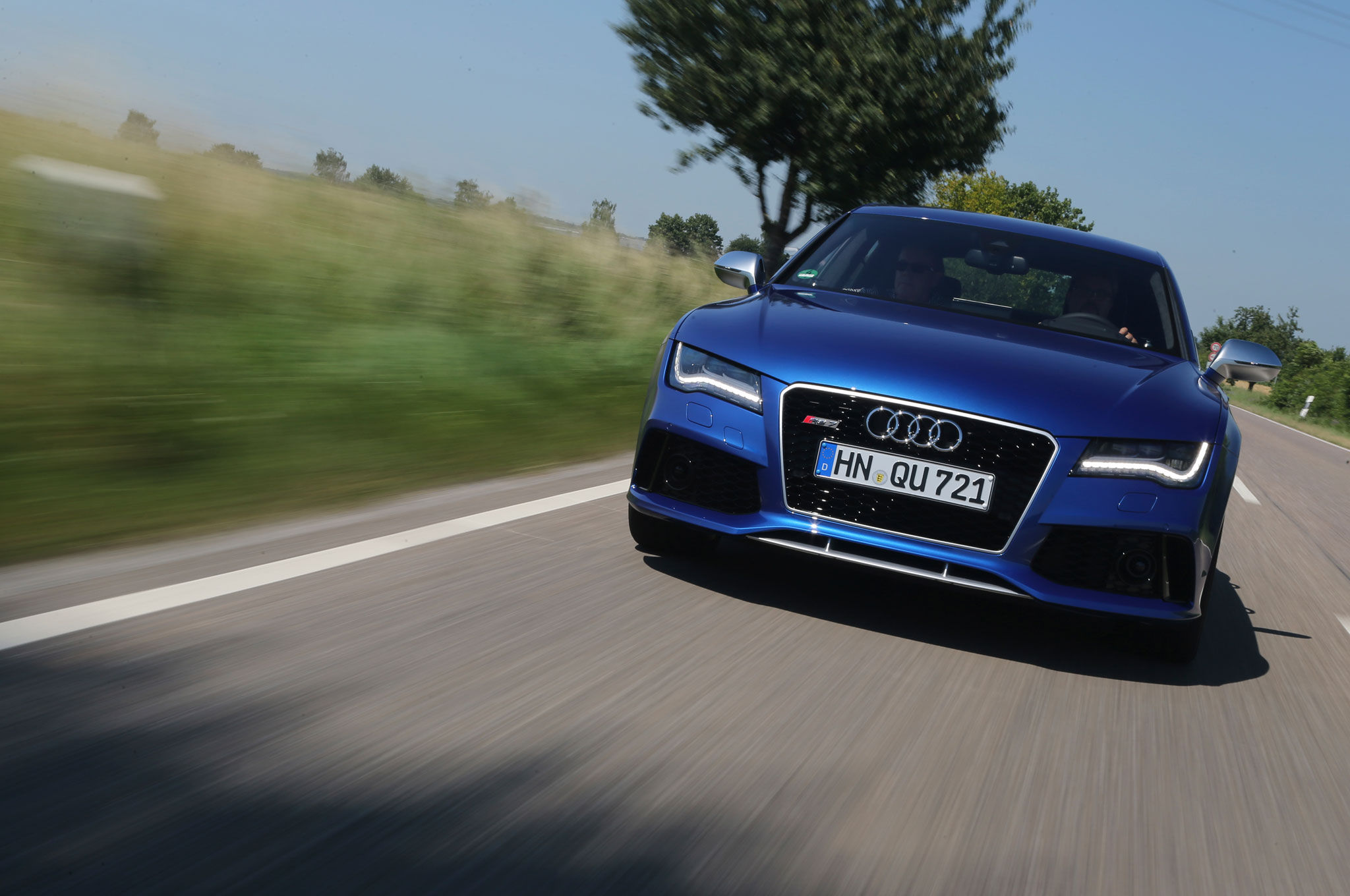 2014 Audi RS7 Front View1