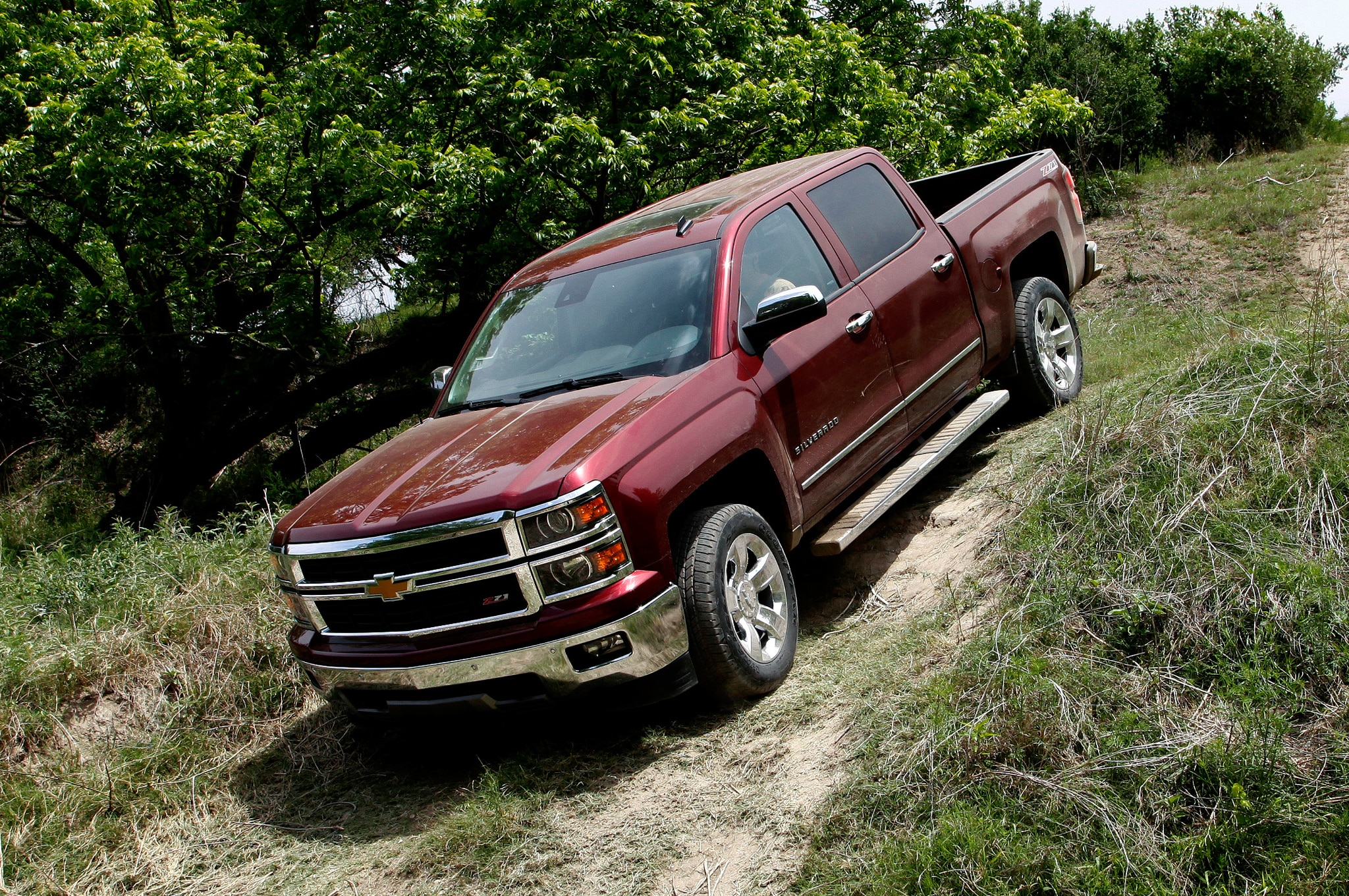 2014 Chevrolet Silverado LTZ Z71 Front Three Quarter11