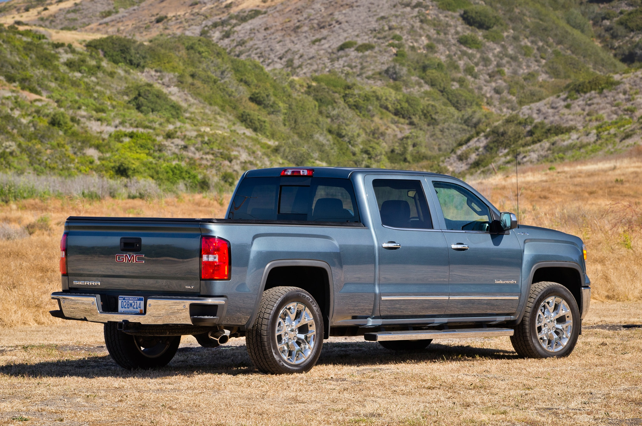 2014 gmc sierra 1500 first drive automobile magazine. Black Bedroom Furniture Sets. Home Design Ideas